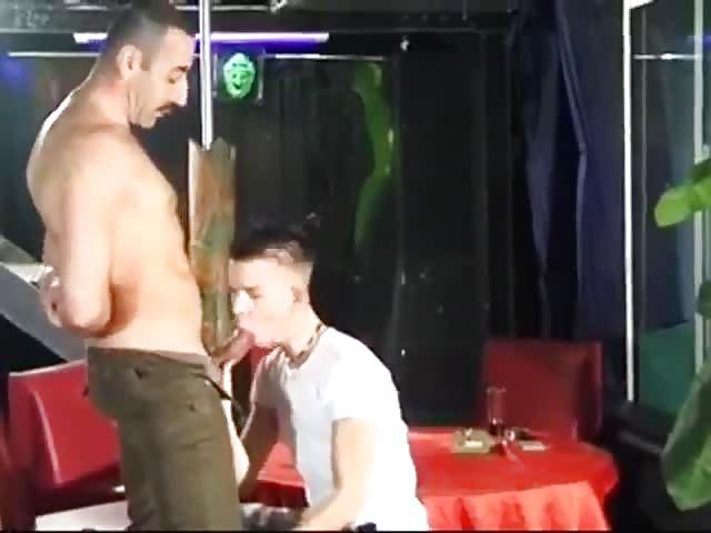ARABE DEFONCER RECHERCHE PLAN CUL GAY