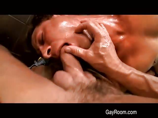 gay prono sex auf massageliege
