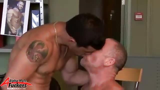 scopata doccia uomini pelosi video