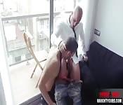 Ragazzi pelati e gay che lo succhiano