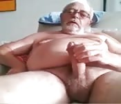 Un mec gay mature se branle