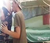 Dois caras militares fodendo em abrigo