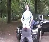 Un hombre es pillado pajeándose