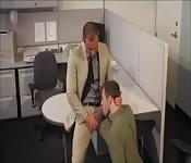 Empregados gays no escritório sensual