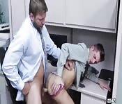Foda anal de homens de negócios