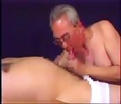 Fantasía gay de un abuelo asiático