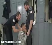 Militar provocado y follado a fondo