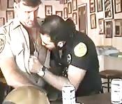 Policiais gays em uniforme