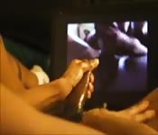 Masturbation devant un porno