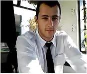 Garanhão bonito na webcam no trabalho