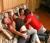 Cuatro amantes salidos follando sin parar