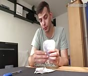 Macizo ruso amateur hace una mamada