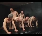 6 tíos esperando a ser follados