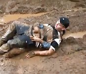 Que foda safada na lama