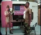 Des militaires gay...