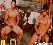 Fisiculturistas em um ringue