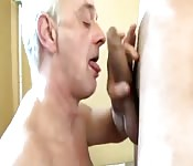 Old hunk fucks a younger ass