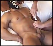 Cara mascarado musculoso ganhando punheta