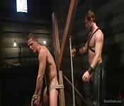 Des fans de cuir font de la baise BDSM