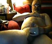 Gordinhon brincando com seu pau grande