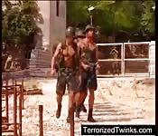 Mecs gay militaires