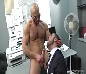 Sexo gay dulce en la oficina