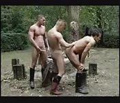 Tres soldados en un trío muscular