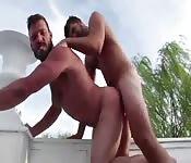 zozzone barbuto in un anal all'aperto