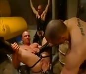 Fétiche BDSM musclé avec du cuir