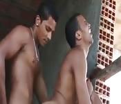 Brasileiros gostosos em foda ao ar livre
