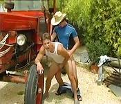 Zwei junge Farmer