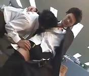 Deux patrons abusent de leur employé