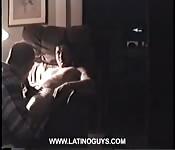 Madurito recibe una mamada de su amigo