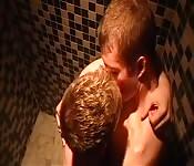 Heiße Boys, die gerne küssen und blasen