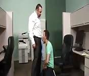 Chefe tarado quer foder assistente