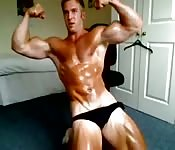Young British bodybuilder shows off on cam