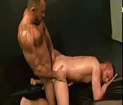 Macizo semental maduro follando duro a su amante