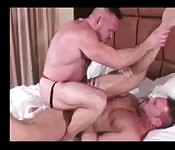 Rapaz musculoso fazendo um sexo anal incrível com um estranho