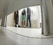 Espiando en un baño público