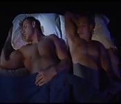 Sexy durmiente tiene despertar agitado