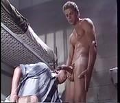 Salope en prison se fait baiser