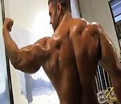 Fardando de músculos