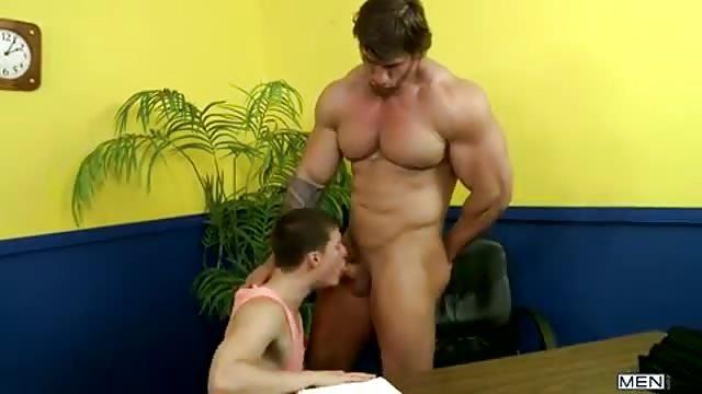 Porno gej trójka mięśni