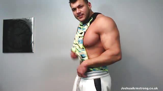 Bodybuilder wank