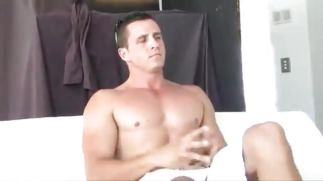 Straight muscle hunk cum twice