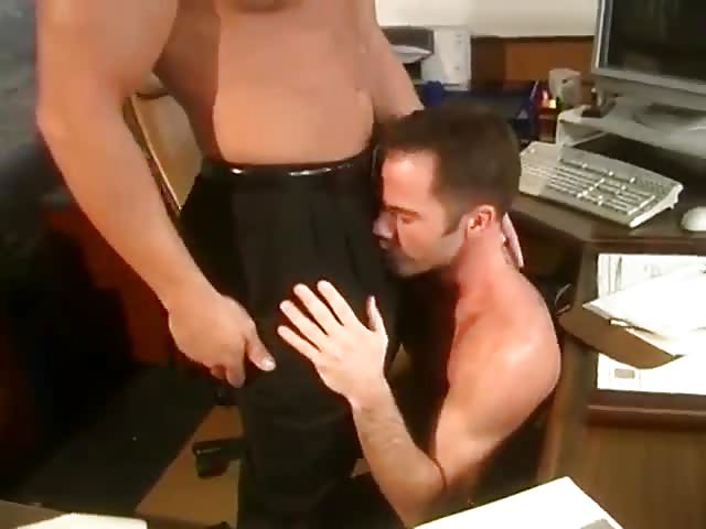 Hot Guys Fuck Bi Threesome