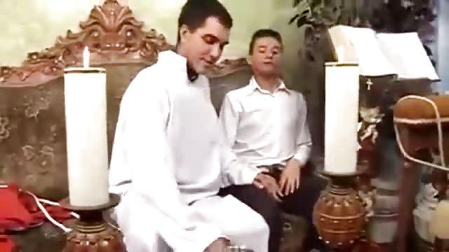 Pelicula porno gay el sacerdote Cura Catolico Se Cepilla A Un Feligres Pichaloca Com