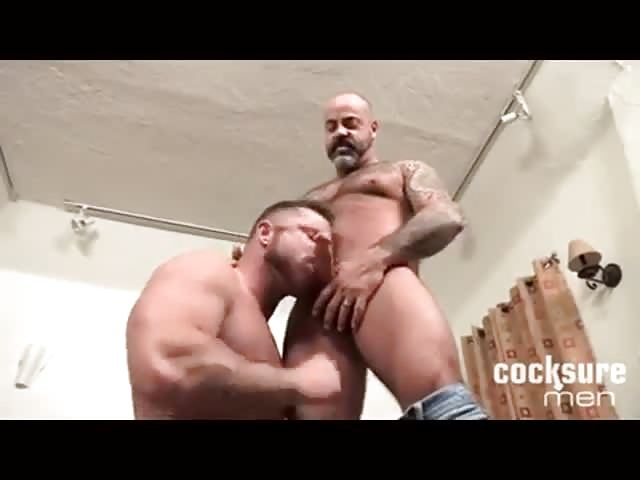 Muscle guys sucking fucking hard