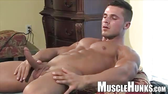 Solo Jock Jerks And Shows His Ripped Body