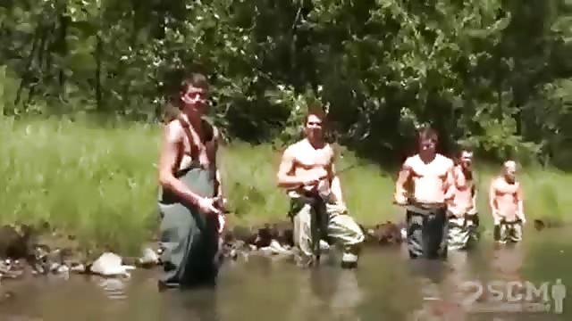 Деревенские парни дрочат